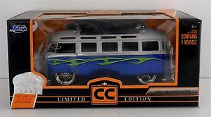 【送料無料】模型車 モデルカー スポーツカー フォルクスワーゲンバスコレクターズクラブ1962 volkswagen bus jada collectors club cc limited edition 124
