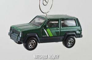 【送料無料】模型車 モデルカー スポーツカー カスタムジープチェロキースポーツクリスマスオーナメントアドルノラングラー84 85 86 custom jeep cherokee sport christmas ornament 164th adorno wrangler