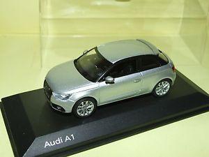 【送料無料】模型車 モデルカー スポーツカー アウディaudi a1 gris kyosho 143