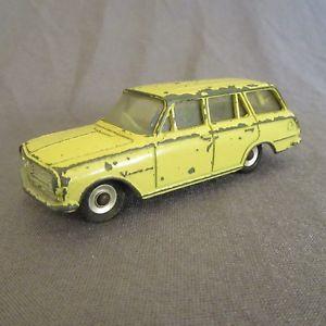 【送料無料】模型車 モデルカー スポーツカー ビンテージビクター40f vintage dinky 141 victor estate jaune 143 meccano
