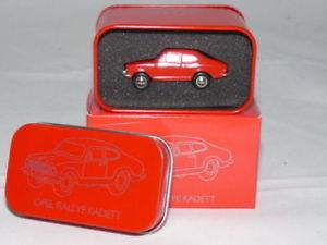 【送料無料】模型車 モデルカー スポーツカー ピッコロオペルラリーモデルschuco 05746 piccolo opel kadett rallye rot in blechdose jahresmodell 2015 190