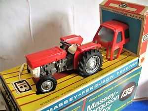 【送料無料】模型車 モデルカー スポーツカー マッシーファーガソンbritains 9529 tracteur massey ferguson 135
