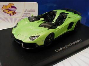 【送料無料】模型車 モデルカー スポーツカー ランボルギーニロードスターグリーンメタリックautoart 54654 lamborghini aventador j roadster bj 2012 grnmetallic 143