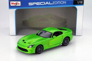 【送料無料】模型車 モデルカー スポーツカー ダッジバイパークーペライトグリーンメタリックdodge viper gts coupe baujahr 2013 hellgrn metallic 118 maisto