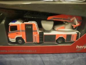 【送料無料】模型車 モデルカー スポーツカー メッツターンテーブルラダーブラウンシュヴァイクherpa man tgm metz drehleiter l32axs feuerwehr braunschweig 091763