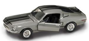 【送料無料】模型車 モデルカー スポーツカー シルバーヤットshelby gt 500 kr  1968 , silber   118 yat ming