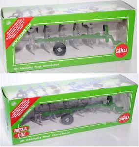 【送料無料】模型車 モデルカー スポーツカー エメラルドグリーンsiku farmer 2051 volldrehpflug, smaragdgrn, gassner, 132