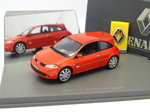【送料無料】模型車 モデルカー スポーツカー ユニバーサルルノーメガーヌスポーツオレンジuh universal hobbies 143 renault megane sport orange