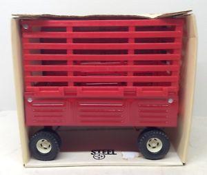 【送料無料】模型車 モデルカー スポーツカー ハーベスタートターワゴンレッドベール116 ih international harvester red bale throw tractor wagon by ertl 116
