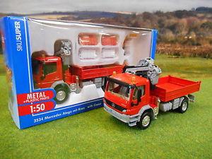 【送料無料】模型車 モデルカー スポーツカー siku mercedes atego lorry amp; hiab crane figures amp; barriers 150 3534 boxed amp; *