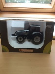 【送料無料】模型車 モデルカー スポーツカー ユニバーサルトターuniversal hobbies valtra t190 tractor 132