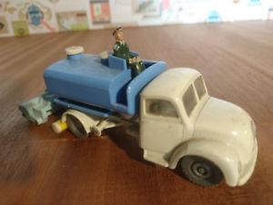 【送料無料】模型車 モデルカー スポーツカー プラスチックブラストsiku plastik v 126 v 157 magirus kehrwagen sprengwaschwagen 196064