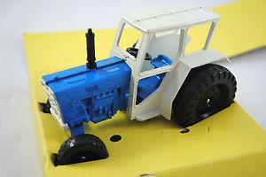 【送料無料】模型車 モデルカー スポーツカー イングランドローンスタートターbritains 132 original lone star 1711 international 2wd tractor made in england