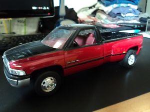 【送料無料】模型車 モデルカー スポーツカー ダッジラムプロモーションdodge ram 3500 v10, 125 from brookfield, promo 1995