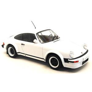 【送料無料】模型車 モデルカー スポーツカー ポルシェレースバージョンホワイトネットワークporsche 911 race version 1982 white 118 18cmc007 ixo