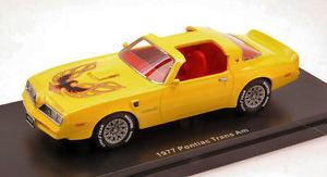 【送料無料】模型車 モデルカー スポーツカー ポンティアックトランスイエローモデルカーpontiac trans am 1977 yellow 143 model auto world