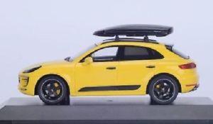 【送料無料】模型車 モデルカー スポーツカー スパークポルシェウィットボックスspark 143 porsche macan gts wit box on the roof yellow