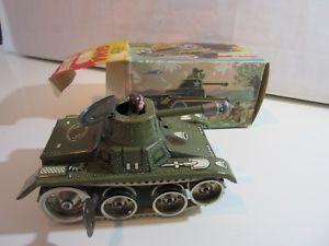【送料無料】模型車 モデルカー スポーツカー ガマオリジナルchar d assaut gama  original jouet ancien