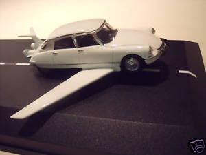 【送料無料】模型車 モデルカー スポーツカー シトロエンドキットキットキットcitroen ds 19 fantomas de funes vroom kit 143 unpainted kit bausatz