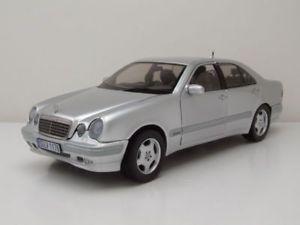 【送料無料】模型車 モデルカー スポーツカー メルセデスクラスシルバーモデルカーサンmercedes e320 eklasse w210 2001 silber modellauto 118 sun star