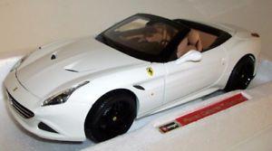 【送料無料】模型車 モデルカー スポーツカー スケールフェラーリカリフォルニアオープントップホワイトシグネチャーシリーズburago 118 scale 1816904 ferrari california t open top white signature series