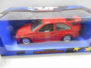 【送料無料】模型車 モデルカー スポーツカー フォードコスワースエスコートutm180082102 by utmodels ford escort rs cosworth 118