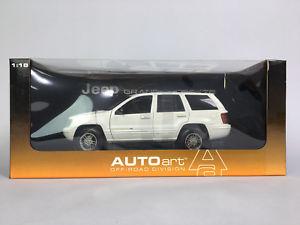 【送料無料】模型車 モデルカー スポーツカー ジープグランドチェロキーホワイト118 autoart jeep grand cherokee white 74011