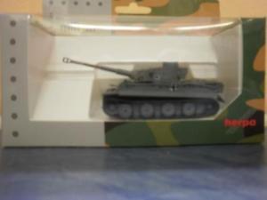 【送料無料】模型車 モデルカー スポーツカー トラロシアherpa military panzerkampfwagen tiger ausf h1, dekoriert, russland kursk 745963