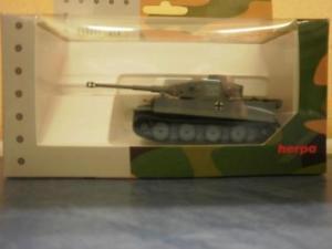 【送料無料】模型車 モデルカー スポーツカー トラロシアherpa military panzerkampfwagen tiger ausf h1, dekoriert, russland 745956