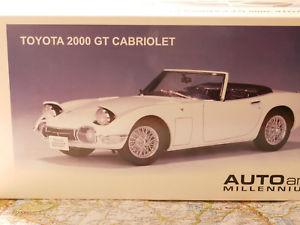 【送料無料】模型車 モデルカー スポーツカー トヨタカブリオレautoart toyota 2000 gt cabrio white art 78733 118