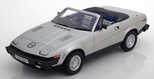 【送料無料】模型車 モデルカー スポーツカー スケールカルトロードスターシルバー118 cult scale triumph tr7 dhc roadster 1980 silver