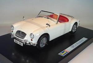 【送料無料】模型車 モデルカー スポーツカー ロードスターrevell 118 nr08455 mga roadster mit hardtop weiss ovp 2917