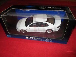 【送料無料】模型車 モデルカー スポーツカー パフォーマンスコモドールautoart performance 73304 118 hsv commodore vt2 clubsport r8 herron white