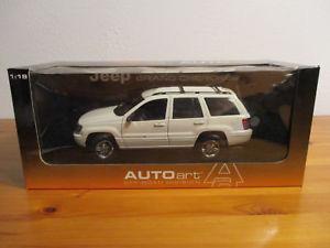 【送料無料】模型車 モデルカー スポーツカー ジープグランドチェロキーホワイト gor 118 autoart jeep grand cherokee 1999 wei neu ovp