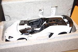 【送料無料】模型車 モデルカー スポーツカー ランボルギーニホワイトlamborghini aventador j 2012 wei 118 autoart neu amp; ovp 74674