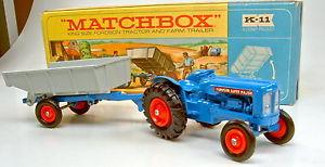 【送料無料】模型車 モデルカー スポーツカー マッチキングサイズトタートレーラーボックスオレンジmatchbox kingsize k11a fordson tractor amp; trailer seltene orange felgen in box