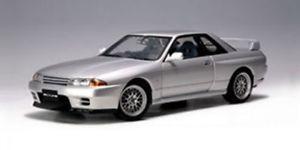 【送料無料】模型車 モデルカー スポーツカー スカイラインrシルバーautoart nissan skyline gtr r32 vspec ii silber 118 77346