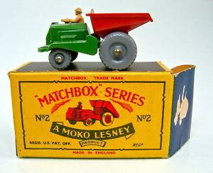 【送料無料】模型車 モデルカー スポーツカー マッチダンパーグリーンプラスチックホイールモコボックストップmatchbox rw 02b dumper grn amp; rot plastikrder top in b5 moko box