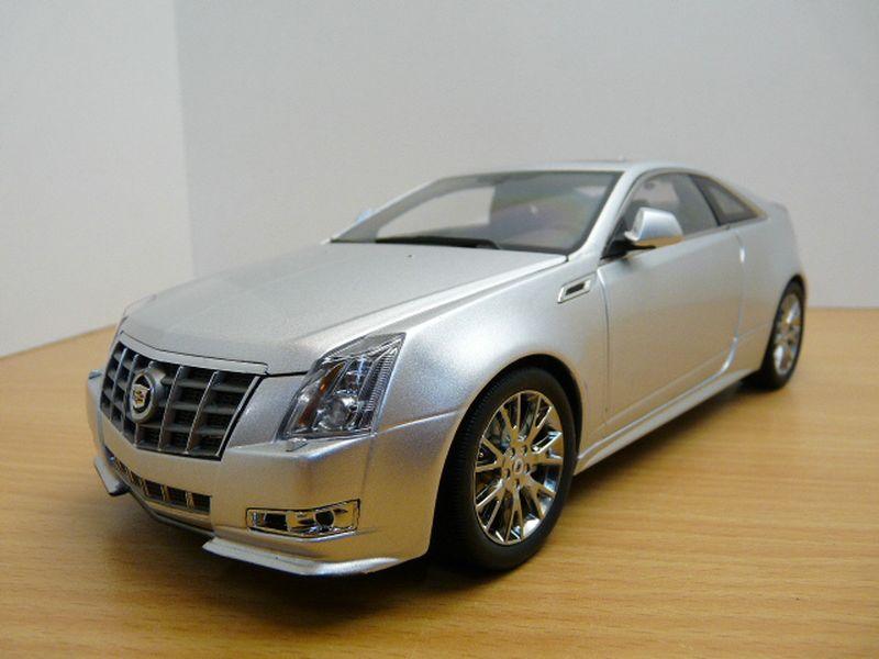 【送料無料】模型車 モデルカー スポーツカー キャデラッククーペcadillac cts coup gris mtallis 118