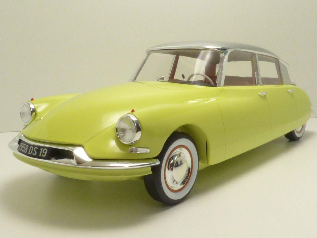 【送料無料】模型車 モデルカー スポーツカー シトロエントリエンナーレcitroen ds19 jaune jonquille toit gris triennale 1958 112