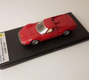【送料無料】模型車 モデルカー スポーツカー フェラーリディノプロトタイポスクワッティング#パリモーターショーrare looksmart 1 43 ferrari dino 206s prototypo 0840 1966 paris autoshow nomr
