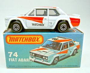 【送料無料】模型車 モデルカー スポーツカー マッチボックスフィアットアバルトホワイトブラックmatchbox sf nr74d fiat abarth wei rare schwarze einrichtung in l box