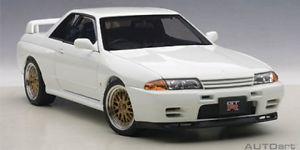 【送料無料】模型車 モデルカー スポーツカー スカイラインrチューニングバージョンautoart nissan skyline gtr r32 vspec ii tuned version weiss 118 77416