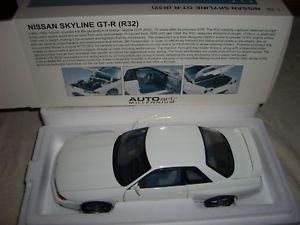 【送料無料】模型車 モデルカー スポーツカー スカイラインrミレニアムnissan skyline gtr r32 weiss white 118 autoart millenium 118 77342 selten