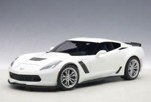 【送料無料】模型車 モデルカー スポーツカー シボレーコルベットホワイトモデルカーchevrolet corvette c7 z06 2014 wei, modellauto 118 autoart
