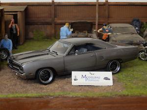 【送料無料】模型車 モデルカー スポーツカー プリマスロードランナーハンマーplymouth road runner fast amp; fuirous, hammer