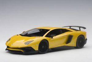 【送料無料】模型車 モデルカー スポーツカー ランボルギーニメタリックイエローautoart 74558 118 lamborghini aventador lp7504 sv 2015 metallic yellow