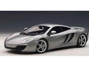 【送料無料】模型車 モデルカー スポーツカー マクラーレンシルバーmclaren mp4 12c roadcar 2011 silver autoart signature 118 1zu18 autoart 76007