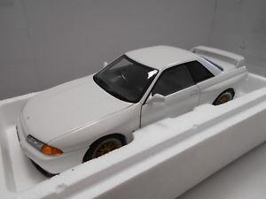 【送料無料】模型車 モデルカー スポーツカー スカイラインraa77416 by autoart nissan skyline gtr r32 118