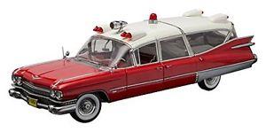 【送料無料】模型車 モデルカー スポーツカー キャデラックモデルライトcadillac ambulance red white 118 model green light